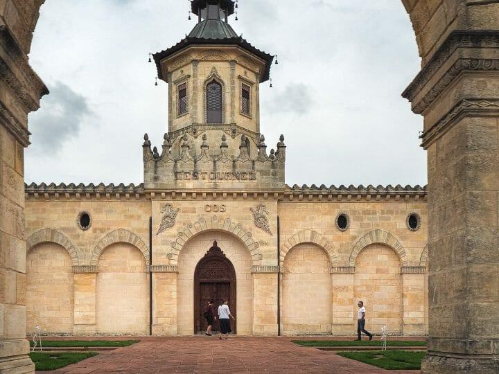 Chateau Cos d'Estournel, grannd cru classé de St Estèphe sur la route des vins du Médoc